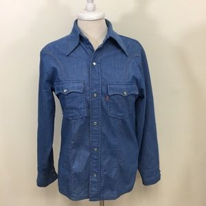 Levi's Ladies Medium Size Shirt .